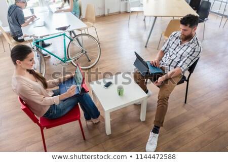 dedicado · mulher · jovem · documento · moderno · escritório · laptop - foto stock © kzenon