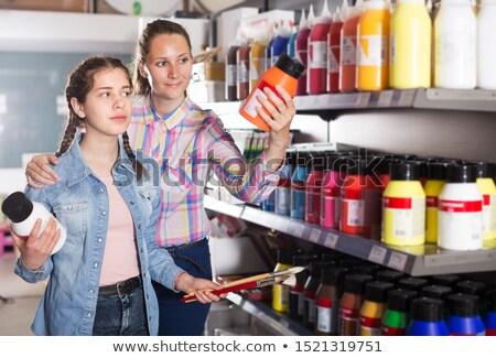 melhoramento · da · casa · sorrindo · escove · casa - foto stock © is2