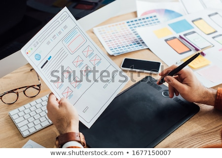 ウェブ · デザイナー · 作業 · スマートフォン · ユーザー · インターフェース - ストックフォト © dolgachov