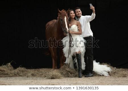 Recién casados expreso amor stand junto aire libre Foto stock © vkstudio