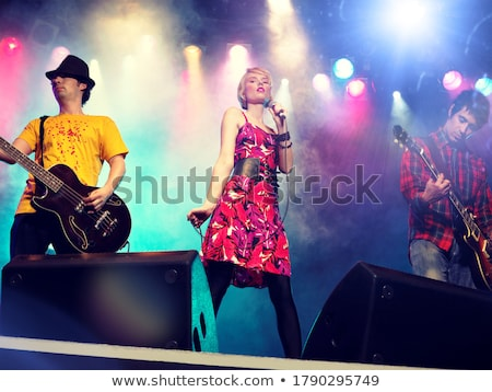 женщины · пения · кавказский · голову · музыку - Сток-фото © iofoto