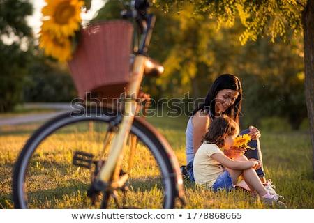 молодые · матери · дочь · зеленая · трава · конфеты · семьи - Сток-фото © adam121