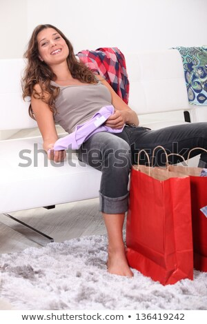 esgotado · morena · sofá · compras · saco · cor - foto stock © photography33