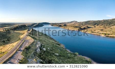 貯水池 · 結晶 · 湖 · 森 · 丘 · カリフォルニア - ストックフォト © pixelsaway