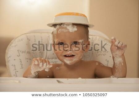 Foto stock: Pequeno · menino · cara · sujo · amarelo