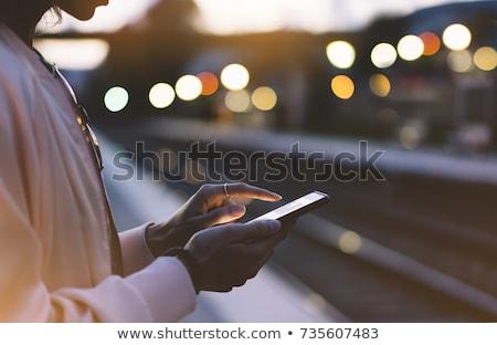 Stock fotó: Nő · telefon · vár · tart · komoly · fiatal