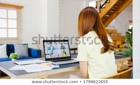 mujer · de · negocios · usando · la · computadora · portátil · aire · libre · vista · mujer · de · negocios · ordenador - foto stock © wavebreak_media