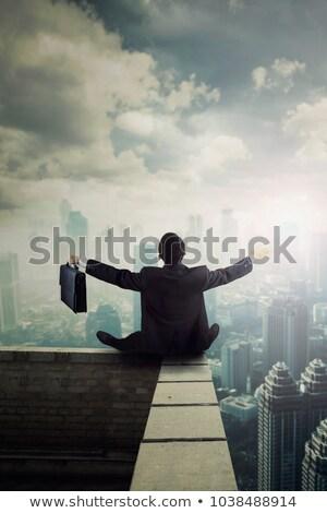Widok z tyłu biznesmen teczki stałego Zdjęcia stock © feedough