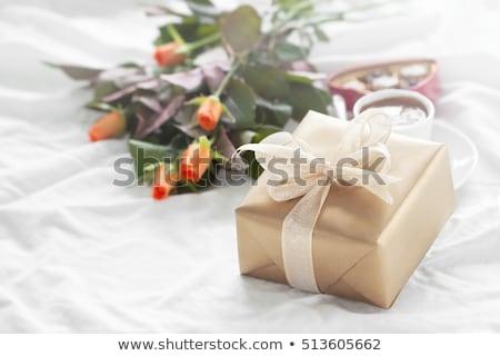 meglepetés · rózsák · valentin · nap · fickó · szív · boxeralsó - stock fotó © anneleven
