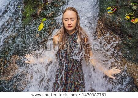 Jonge vrouw toeristische heilig bali water boom Stockfoto © galitskaya