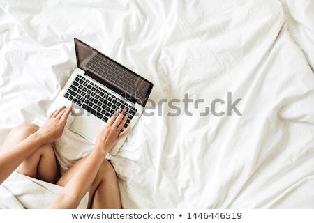 Werkruimte bed werken computer vrouw werk Stockfoto © furmanphoto