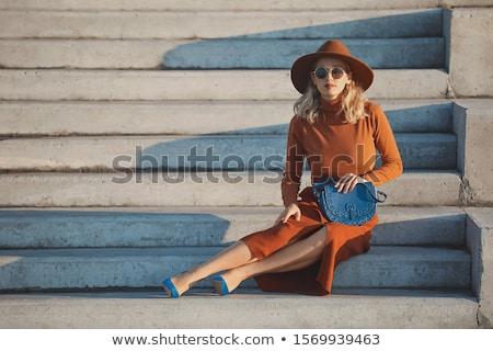 Elegante mulher jovem pedra passos branco verão Foto stock © peterveiler