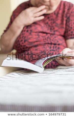 女性 読む 雑誌 高齢者 工場 ストックフォト © photography33