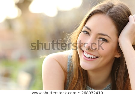 Dentaires dents parfait sourire femme pointant Photo stock © Ariwasabi