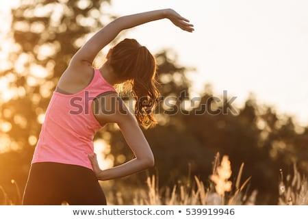 mujer · yoga · mujer · hermosa · sonriendo · cámara - foto stock © smithore