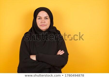 retrato · experimentado · mujer · de · negocios · pie · armas - foto stock © stockyimages