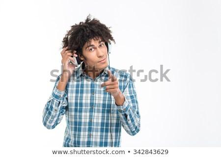 hombre · escuchar · música · auriculares · casual · casa - foto stock © deandrobot