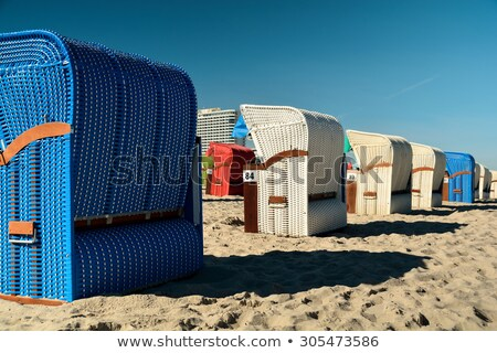 cadeiras · de · praia · manhã · luz · praia · mar · báltico · pôr · do · sol - foto stock © klinker