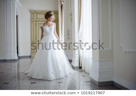Gyönyörű barna hajú nő virágcsokor pózol esküvői ruha Stock fotó © dashapetrenko