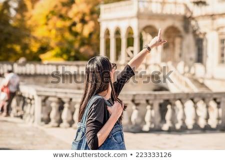 Jonge vrouw toeristische begeleiden bezienswaardigheden vakantie Stockfoto © robuart