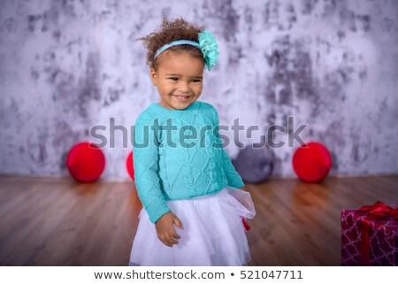 uśmiechnięty · piłka · ręce · mum - zdjęcia stock © phakimata