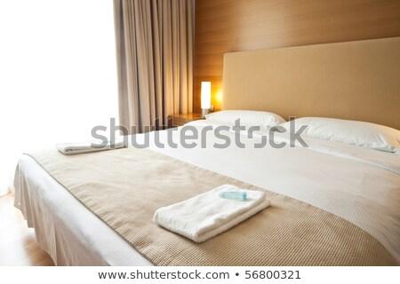 豪華な ベッド 2 タオル ベッド 光 ストックフォト © tarczas