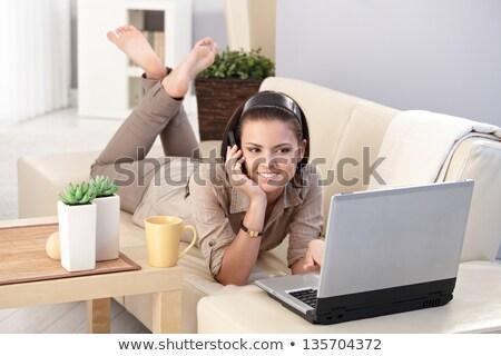 donna · lavoro · laptop · bianco · divano · internet - foto d'archivio © dash