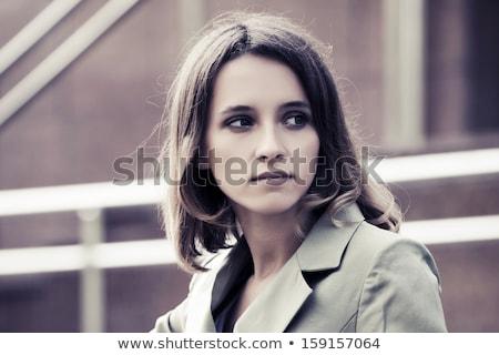 peinzend · elegante · jonge · vrouw · portret · jonge · brunette - stockfoto © feedough