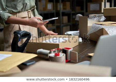mujer · de · negocios · móviles · pantalla · táctil · teléfono · elegante · mujer · de · negocios - foto stock © stokkete