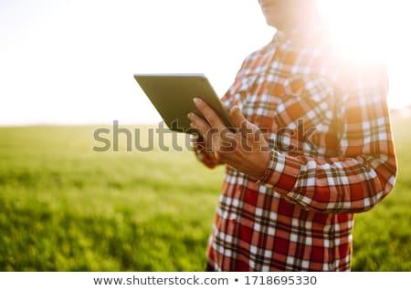 Gazda mezőgazdasági árpa mező felelős gazdálkodás Stock fotó © stevanovicigor