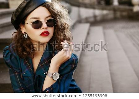 Mooie jonge vrouw rode lippen zonnebril portret vrouw Stockfoto © deandrobot