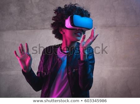 okos · hölgy · visel · virtuális · valóság · berendezés - stock fotó © deandrobot