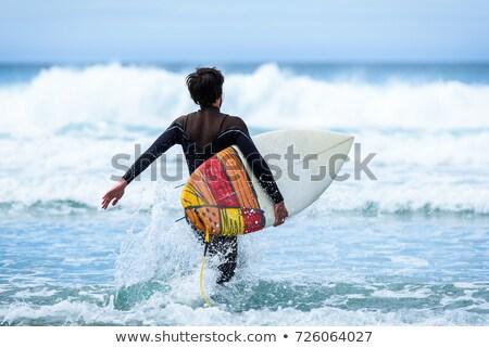 Férfi fut tenger szörfdeszka nyár homok Stock fotó © IS2