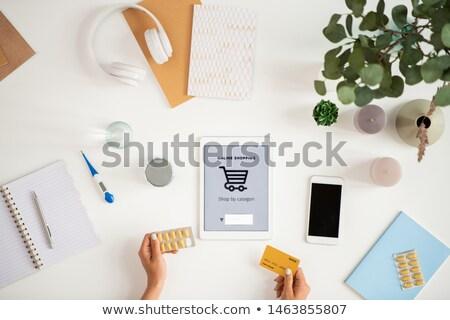 Stockfoto: Menselijke · handen · pillen · plastic · kaart