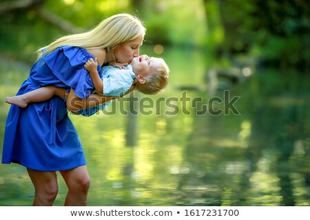 матери ярко лет платье реке озеро Сток-фото © ElenaBatkova