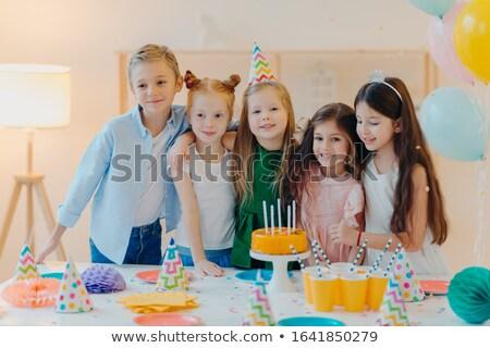 Vriendelijk kinderen omarmen pose feestelijk tabel Stockfoto © vkstudio