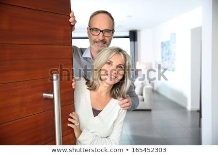старший женщину парадная дверь привлекательный рукопожатием посетитель Сток-фото © Edbockstock