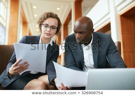 Portret twee onderneemsters verslag kantoor meisje Stockfoto © HASLOO