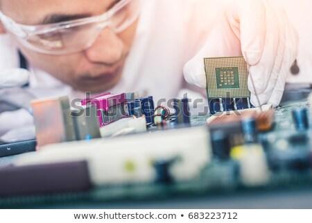 Computador placa-mãe problema mulher olhando processador Foto stock © smithore