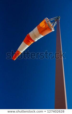 direção · vento · ar · campo · assinar · escuro - foto stock © nneirda