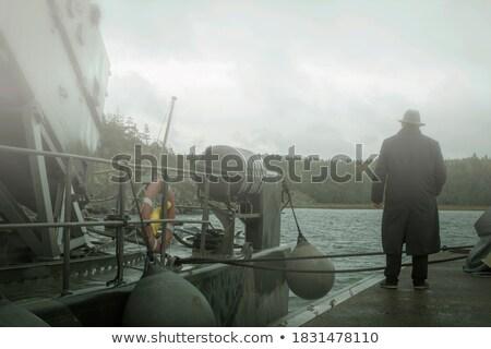 Kijken schip jongens permanente wal Stockfoto © soupstock