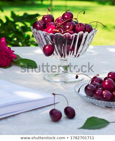 ガラス · 花瓶 · 赤 · 液果類 · 静物 · 光 - ストックフォト © amok