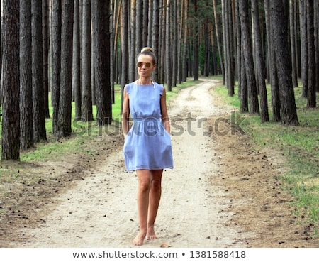 женщину · красное · платье · босиком · изолированный · белый · Sexy - Сток-фото © manera