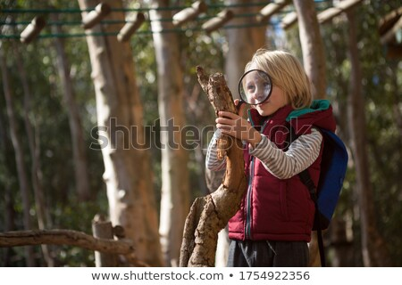 Little girl mochila olhando madeira lupa floresta Foto stock © wavebreak_media