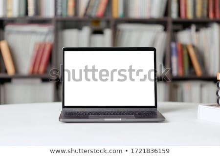 portable · écran · étagère · à · livres · bois · technologie - photo stock © wavebreak_media
