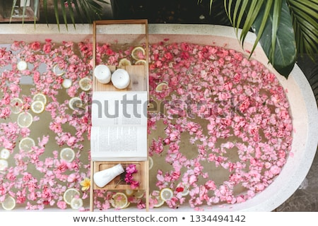 rosso · petali · bianco · ciottoli · meditazione - foto d'archivio © thp