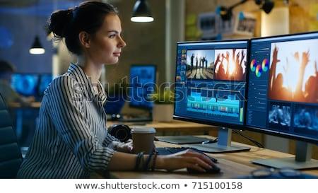 Vrouwelijke editor werken computer foto's vrouw Stockfoto © AndreyPopov