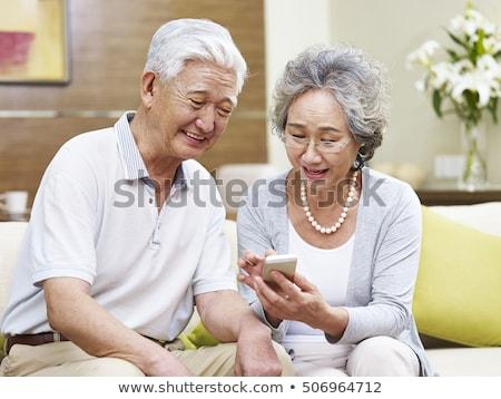 старший женщину призыв смартфон Сингапур технологий Сток-фото © dolgachov