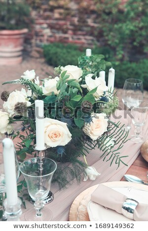 Bougies vase blanche roses table gagner Photo stock © dashapetrenko
