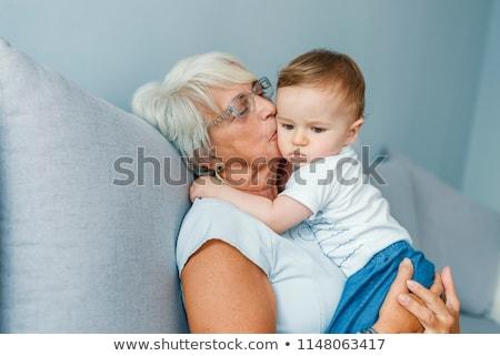 dois · étnico · neta · beijo · velho · avó - foto stock © ampyang